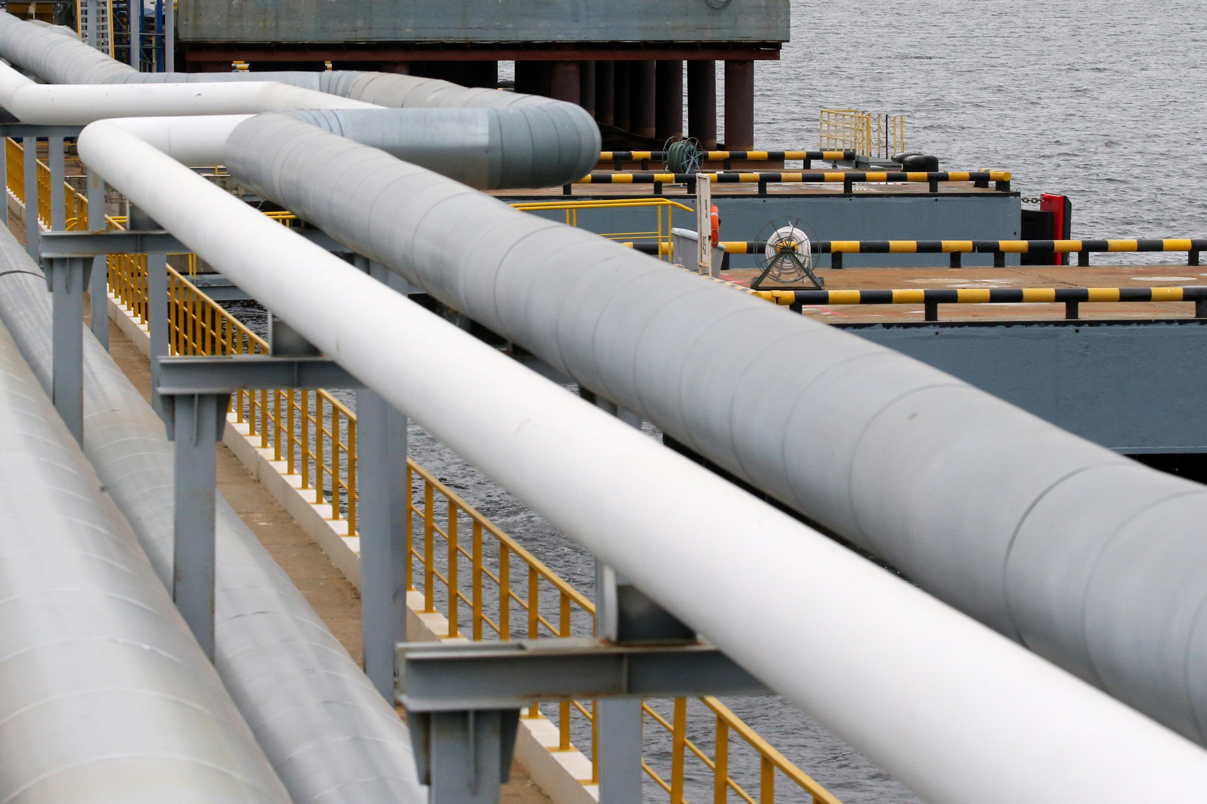«Транснефть» остановила перевалку нефти в порту Махачкалы из-за взрыва на танкере