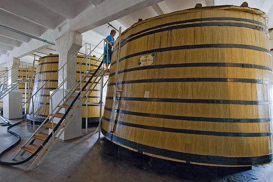 Судпристав вДагестане конфисковал имущество вино-коньячного завода