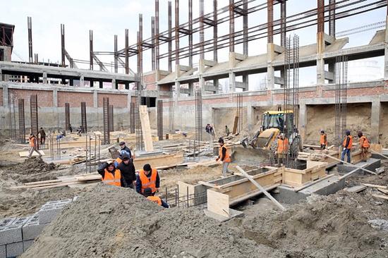Председатель дагестанского руководства проинспектировал строительство исторического парка «Россия— моя история».